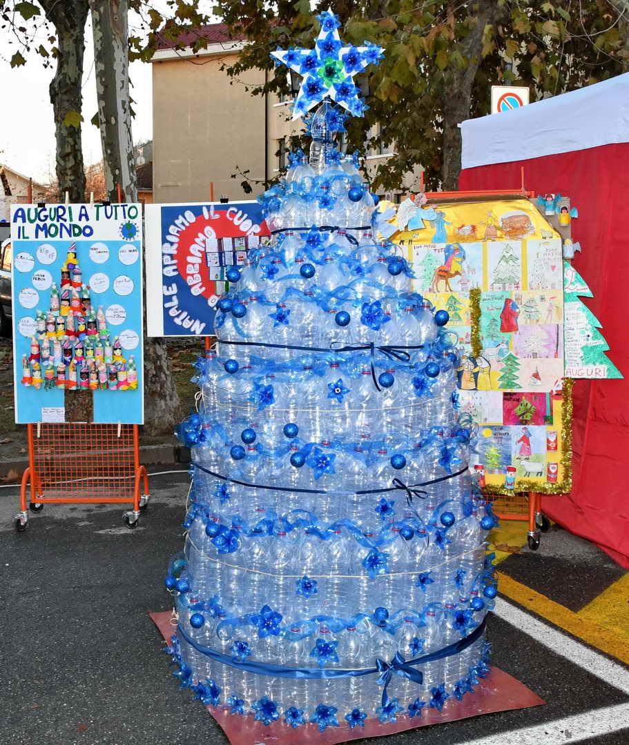 Natale in piazza scuola primaria di cavagnolo for Addobbi natalizi maestra mary